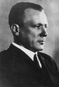 Mikhail Bulgakow, Foto ca. 1930, übernommen von Britannica Imagequest, Link: Mikhail Bulgakov / Photo / c.1930. Photograph. Britannica ImageQuest, Encyclopædia Britannica, 25 May 2016. quest.eb.com.00878b670073.erf.sbb.spk-berlin.de/search/109_142071/1/109_142071/cite. Accessed 14 Jun 2019.